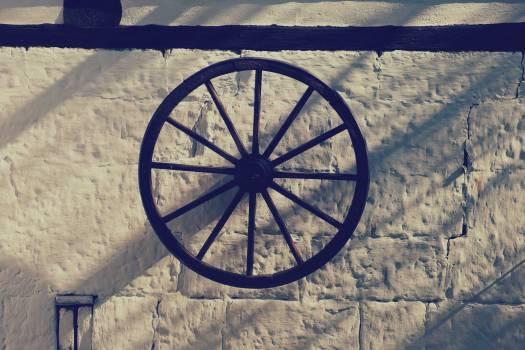 Farmhouse Wooden Wheel - free stock photo #400243