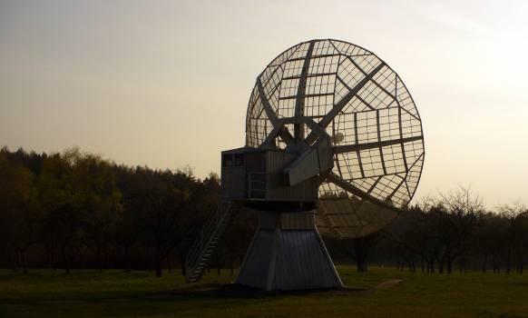 Radiotelescope in the evening - free stock photo #400774