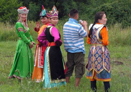 Mongolians in traditional costumes - free stock photo #400787