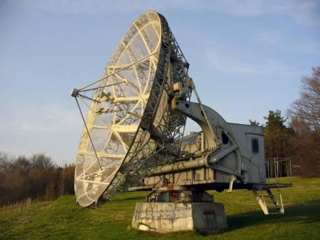 Radiotelescope - free stock photo #400871