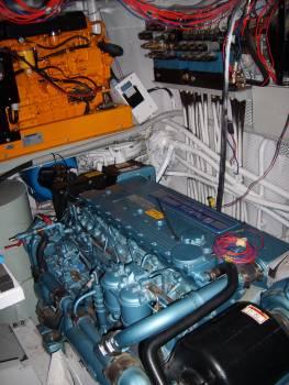 Ship engine Perkins - free stock photo #400902