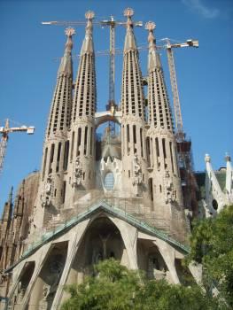 Sagrada Família by Antoni Gaudí - free stock photo #401153