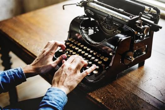 Vintage Desk Typewriter Man Hands Free Photo #403241