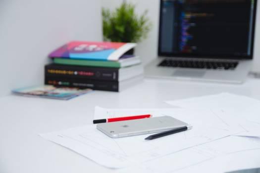 iPhone MacBook Code Desk Minimal Free Photo #403344