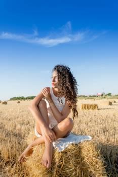 Women tanning hay model #40513
