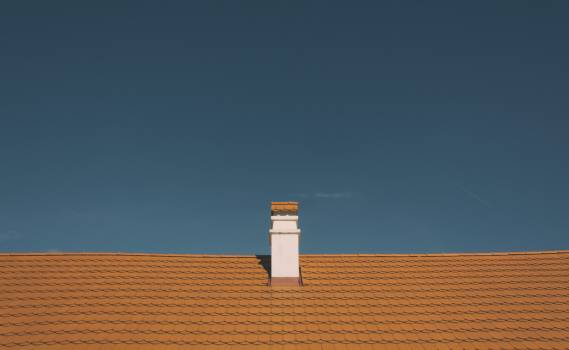 Red roof and chimney - free stock photo #406089
