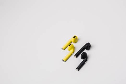 Black And Yellow Earbuds #407872
