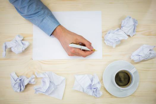 Hands of business executive writing on blank paper Free Photo