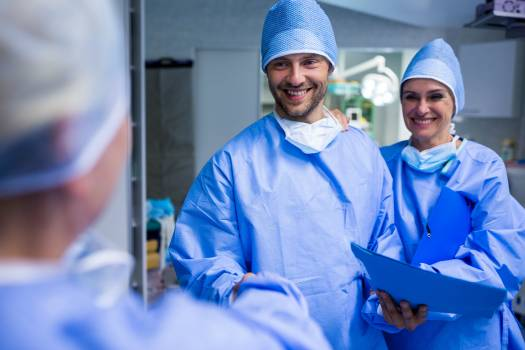 Surgeons shaking hand in operation room Free Photo