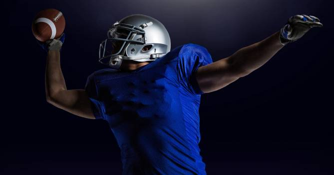 American football player catching ball  Free Photo