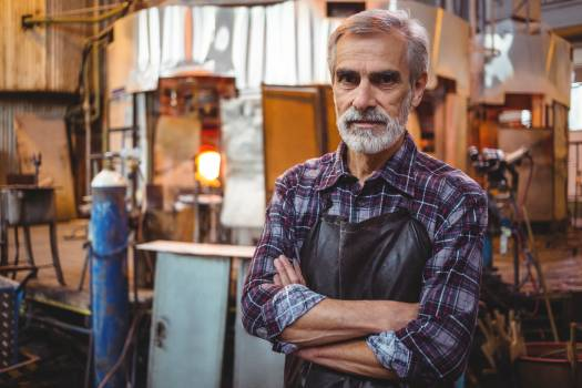 Portrait of glassblower with arms crossed Free Photo