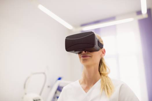 Female doctor wearing virtual reality headset Free Photo