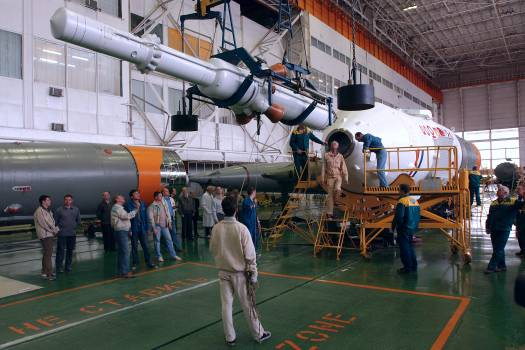 Expedition 9 Soyuz Assembly #412162