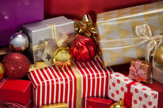 Close-up of wrapped gift boxes and baubles #412808