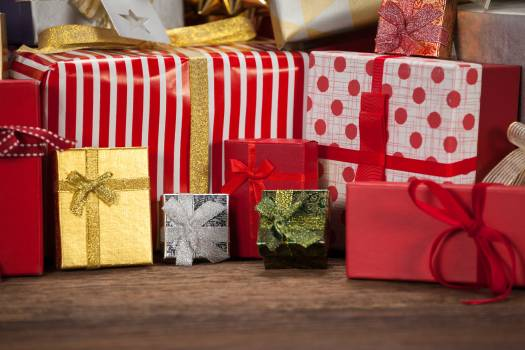 Various wrapped gift box on wooden table #413020
