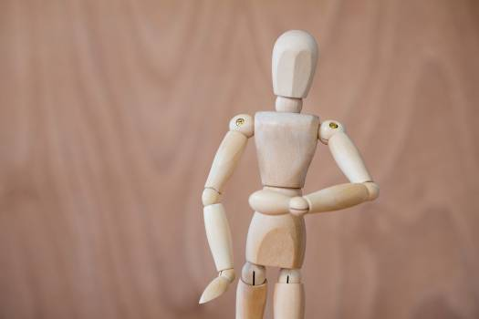 Figurine performing stretching exercise Free Photo