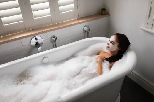 Beautiful woman relaxing in bathtub at bathroom Free Photo