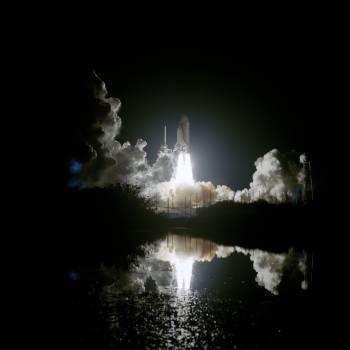 STS-76 Atlantis, OV (Orbiter Vehicle) 104, lifts off from KSC Pad 39B Free Photo