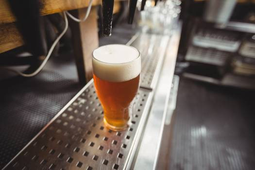 Close-up of beer glass with froth Free Photo