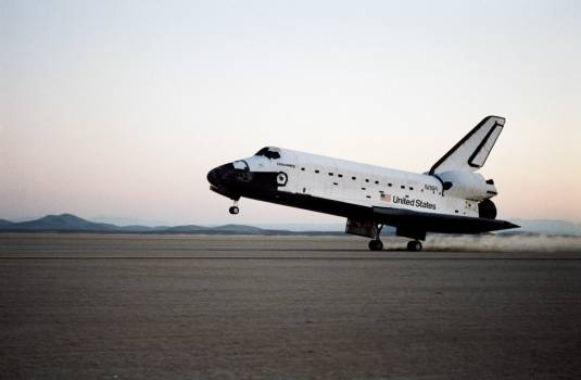 Landing of the Shuttle Discovery and end of STS 51-I mission #413816
