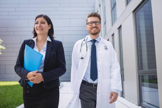 Doctors walking together in hospital premises Free Photo