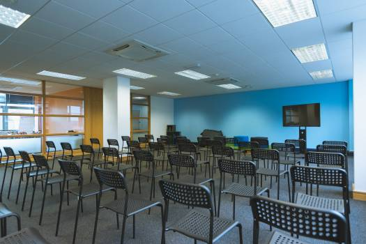 Chairs arranged in seminar hall #414010