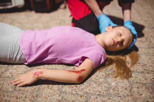 Unconscious girl fallen on ground after accident #414022
