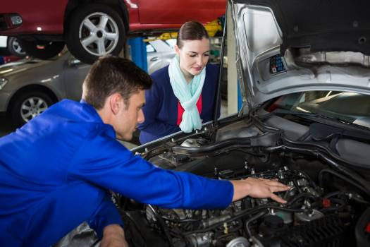 Mechanic showing customer the problem with car #414302