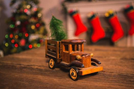 Toy truck carrying a christmas tree #414407