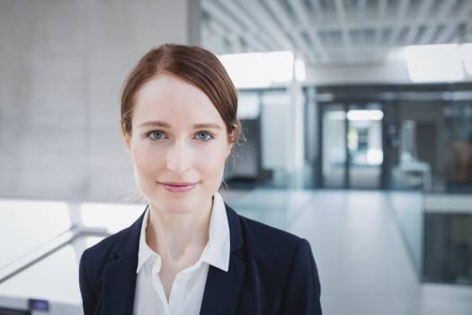 Portrait of a confident businesswoman Free Photo