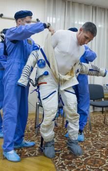 Expedition 37 Preflight #415096
