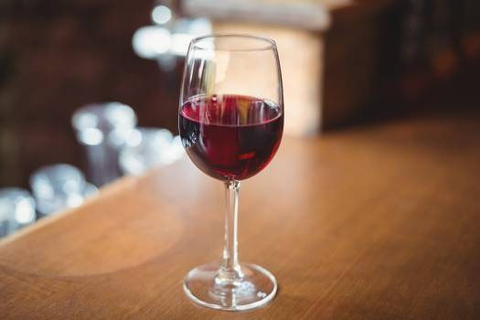 Close-up of glass with red wine on table Free Photo