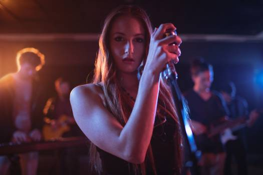 Female singer singing in studio Free Photo
