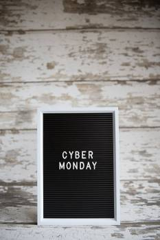 Cyber Monday Center Vertical #425154