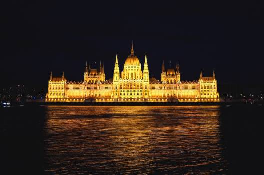 Building budapest tample architecture Free Photo