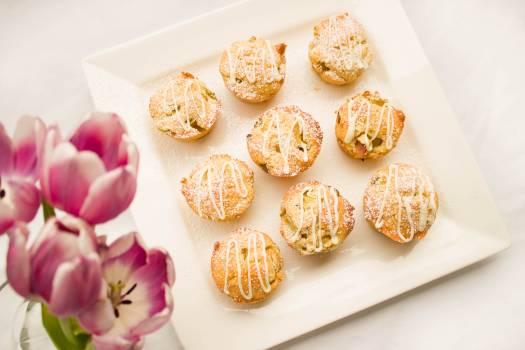 Dessert flowers food muffins Free Photo