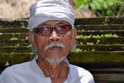 Portrait of Man Wearing Sunglasses Free Photo