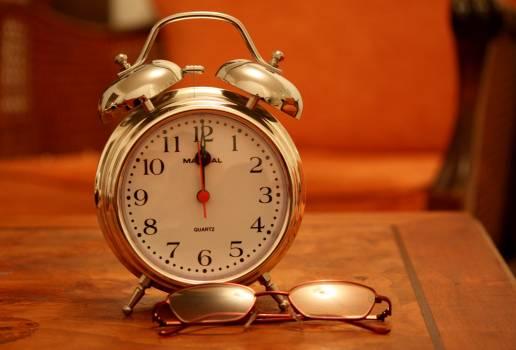 Alarm clock analogue antique classic Free Photo