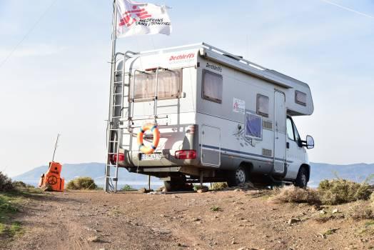 Caravan doctors without borders help life guard Free Photo