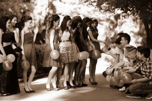Dress fashion friends girls Free Photo