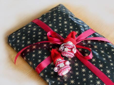 Christmas gift gift package skojfe Free Photo