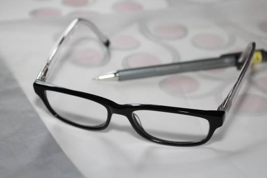 Artist drawing glasses learn #75444