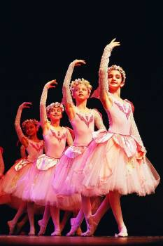 Ballet class cute dancers Free Photo