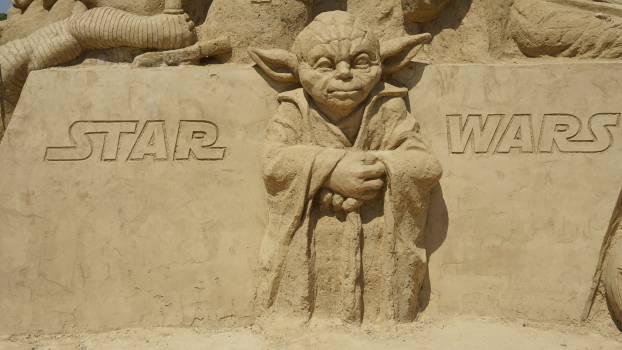 Figure sand star wars yoda Free Photo