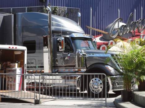 Mobile truck ob van orlando tv truck Free Photo