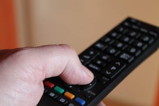 Finger remote control turn on tv Free Photo