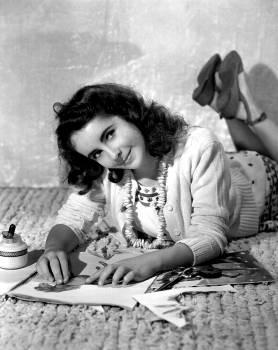 Actress beautiful black and white celebrity Free Photo