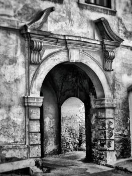 Abandoned ancient antique arch Free Photo