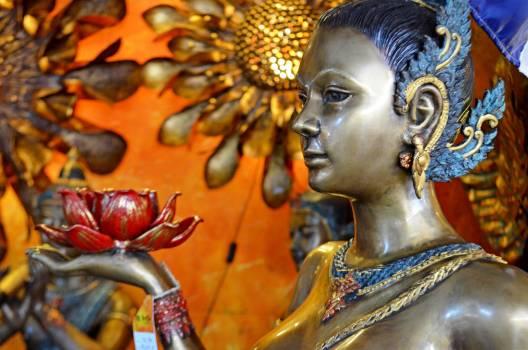 Bronze statues girl watches #84609