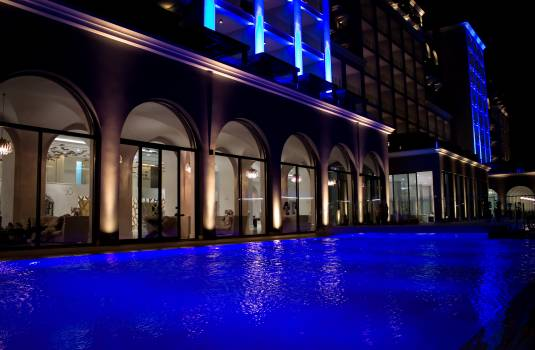 Hotel pool poolside Free Photo